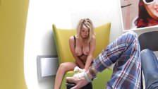 Photoshoot sexy babe Melissa Debling
