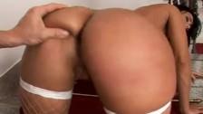 Simone Peach – Peachy ass!