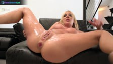 Temptress hottie Amy Brooke spreading wide for hardcore fuck